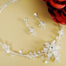 tento krasny šperk už mam doma :)