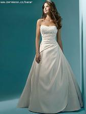 Už jsou doma, nové, super cena, díky aukru :) Jen Ivory, takže barva svatby bude krémová asi..