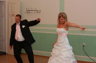 náš netradiční svatební tanec..škoda, že nejde vložit i video:-))