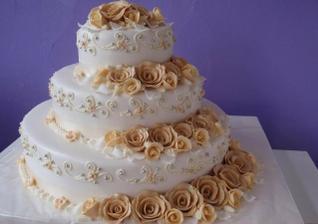 A toto bude hlavná torta - len v zlatom - všetky sú už objednané