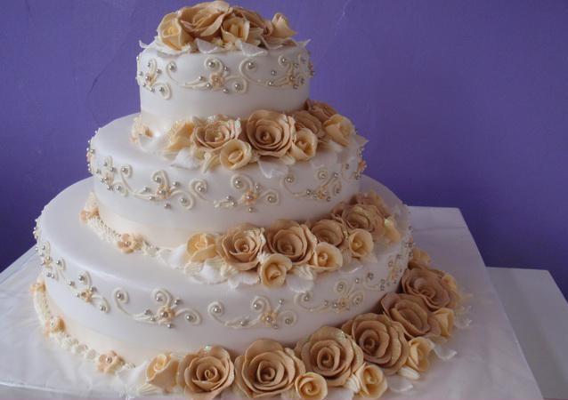 Prípravy na Náš Deň D - A toto bude hlavná torta - len v zlatom - všetky sú už objednané