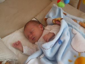 narodil som sa 14.9.2011 na fotke mám 7 dní