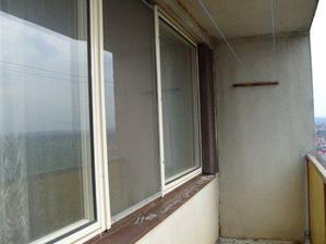 pohled na lodžii ještě se starými okny