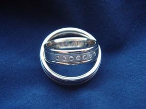 Naše kroužky:-), bílé zlato+titan