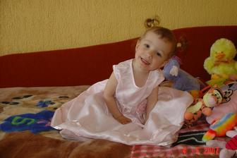 v šatičkách už jako 2,5 letá slečna:-))