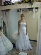 zkoušení šatů, studio Bella