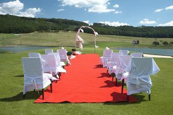 obřadní místo uprostřed golfového hřiště:-)