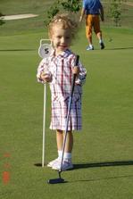 během focení novomanželů byl pro hosty k dispozici profesionální trenér golfu a mohli si zasoutěžit o ceny. Natálka si také vyzkoušela golf.
