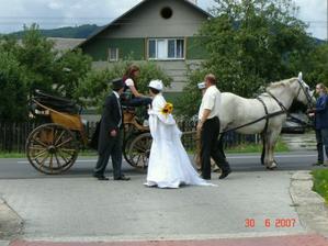 příjezd na svatební hostinu