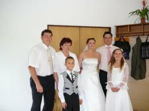 S mými rodiči a manželem a družička s družbou
