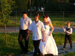 Ženich si poctivě ukradnutou nevěstu našel a dovedl zpět :)
