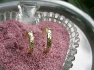 """prstýnky v """"růžovém písku"""" - ve skutečnosti ledový čaj v prášku s příchutí lesní plody"""
