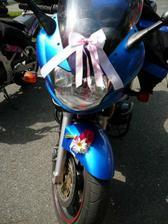 a ženichova motorka ve svatební den