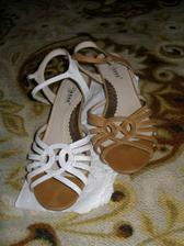 nesehnala jsem nízké bílé boty, tak jsem je natírala bělobou... nakonec jsem stejně měla vysoké, protože v těchhle jsem si šlapala na sukni