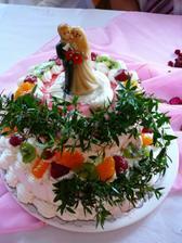 koupený dort poničený přepravou a opravený v hospodě :)