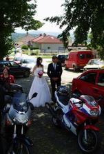 a nakonec přijela i nevěsta