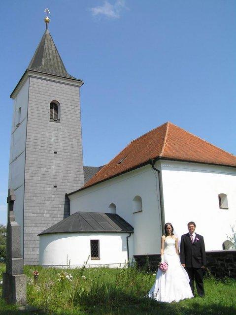 Janička Králová{{_AND_}}Vašík Hruška - ze hřbitova vypadá kostel nejlépe :-D