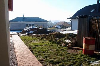 2014 - vybudovali jsme chodníček... a zlikvidovali naše políčka... (až na plantáž jahod-tu jsem zatím zachránila pře bagrem)