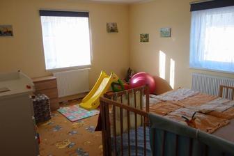 2014 - postel zůstala a vše ostatní už je vybavení dětského pokoje