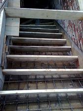 zaarmované (schody na poschodie) aj zašalované - pohľad zhora