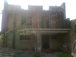 pohľad z dvora - pivnica, prízemie a poschodie (po veniec)