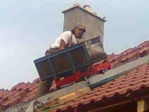 3. deň - vyvážanie krytiny na strechu