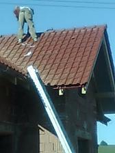 7. deň pokládky strechy - hrebeňové škridle a hrebenáče - 8.7.2010