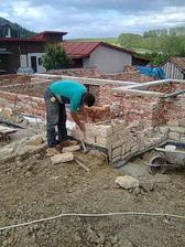 pomaly ďalej zájdeš (aj v prípade ukladania kameňov) - náš verný pomocník na stavbe