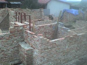 ťahujú sa múry pivnice