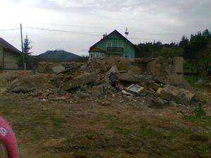 zostatky po starom dome