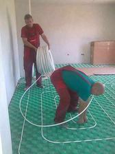 dnes je veľká paráda, my sa hráme na hada......podlahovka v obývačke
