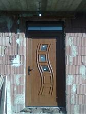 vchodové dvere (zvonka zlatý dub, zvnútra biele)