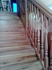 drevené schodište na poschodie
