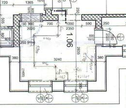 toto je pôdorys kuchyne, rozmery sú 3,24 m x 2,635 m. Dvere vpravo sú do špajze a prechod je do obývačky, okná nie sú 2 ale len jedno v strede o rozmere 150 cm.
