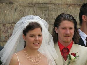 Těsně po obřadě - veselí novomanželé.