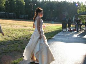Znavená nevěsta v podvečer.