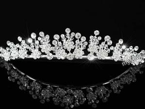 tiara bought on ebay. Im going to take both the tiara and headband with me to the hairdressers but think I'll probably wear this