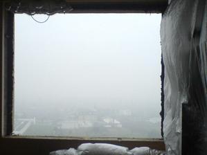 pohlad z díry v panely na hmlu jak mléko :)