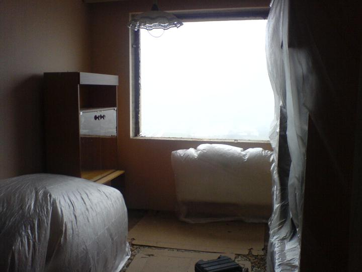 Vymienali sme okná  :) - ešte moja stara izba v štádiu vývoja na novú