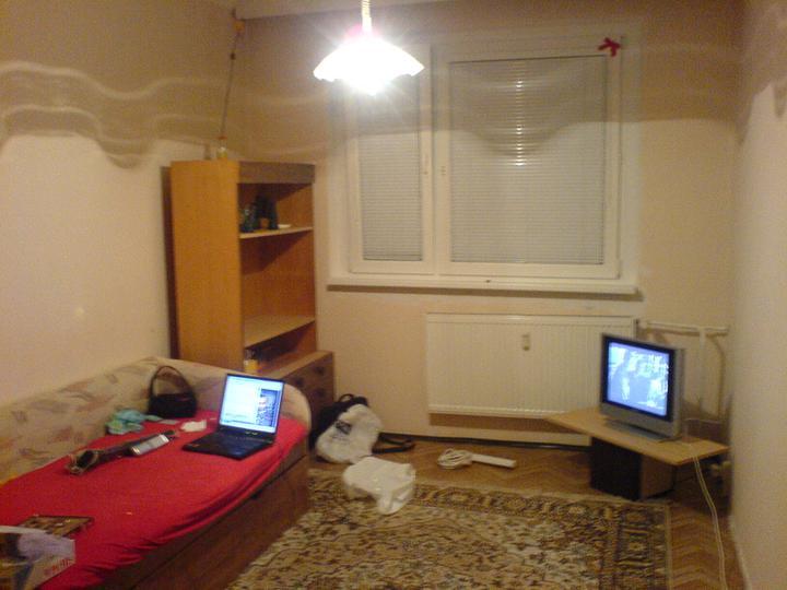 Moj stará izba :-) - toto mi ostalo večer v izbe :D krásne to tam rezonovalo ked som si spievala :D