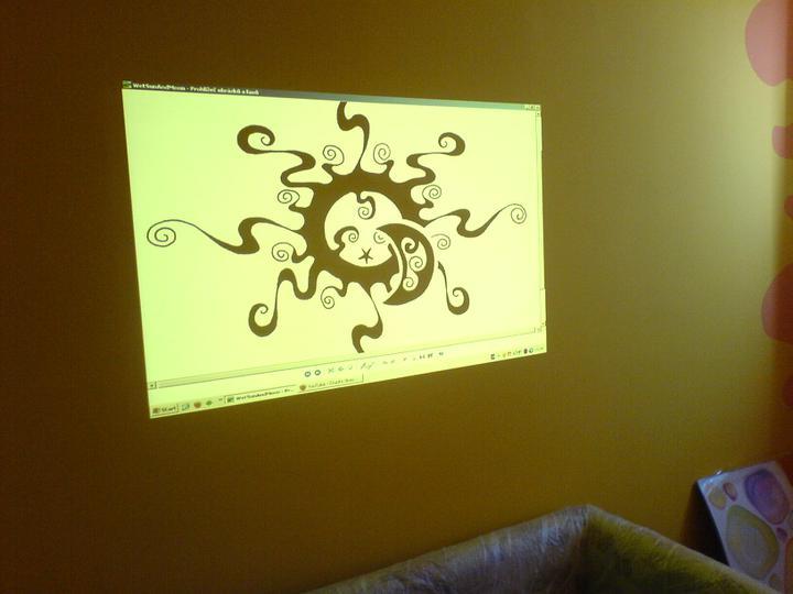 Dva návrhy ktoré sa zachovali v PC :) - vykoumla som to cez projektor položený na rebríku :)