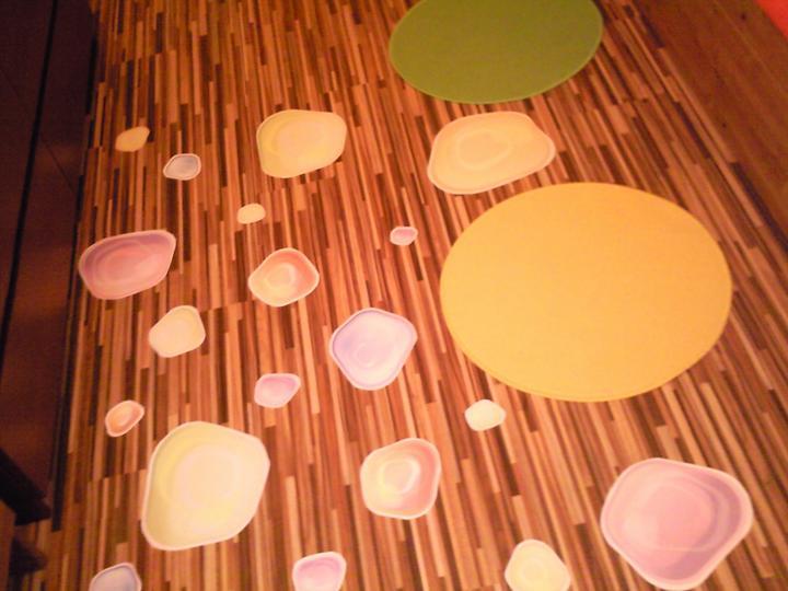 Komody do izby a dalšie vecičky - koberčeky a bubliny z Viedne na stenu :)