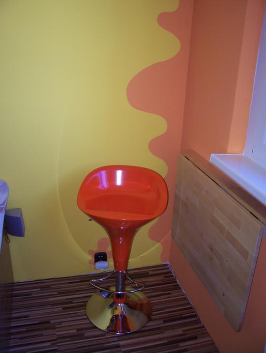 Komody do izby a dalšie vecičky - barofka a sklopený stolík