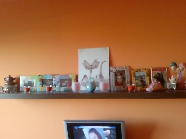 Komody do izby a dalšie vecičky - vždy som chcela vela rámčekov a spomienok a teraz ich mám  :)