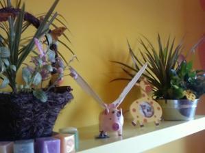 moje kvetinky narodeninové a lietajúce prasátko :-)