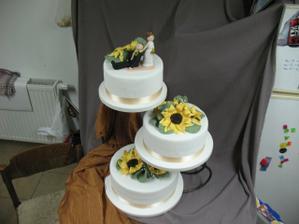 nasa fantasticka svadobna torta s marcipanom