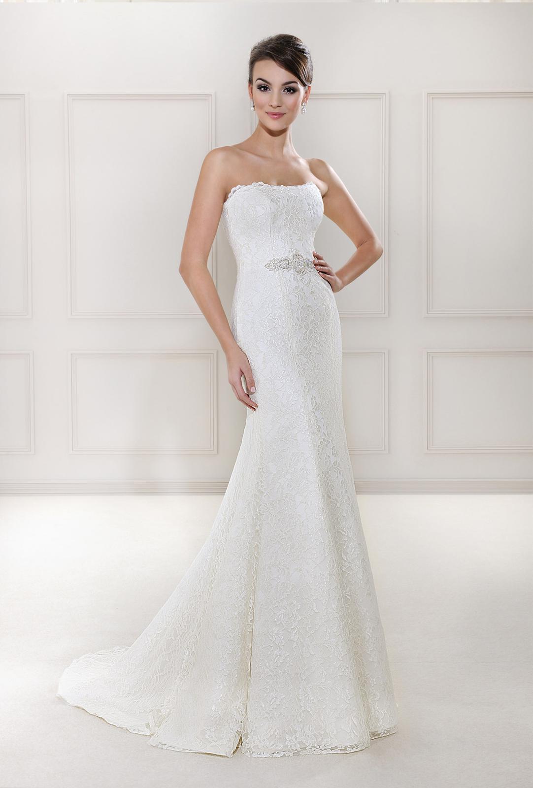 Svadobný a spoločenský salón WEDA - Agnes Bridal Dream 12001, v salóne vo veľkosti 36 biele
