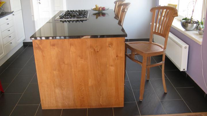 Naša kuchyňa s teakom a ine teakove kuchyne - Ostrovcek ma vysku 90cm a vyska sedu teakovych stoliciek je 62cm. Celkovy rozmer 200x100cm