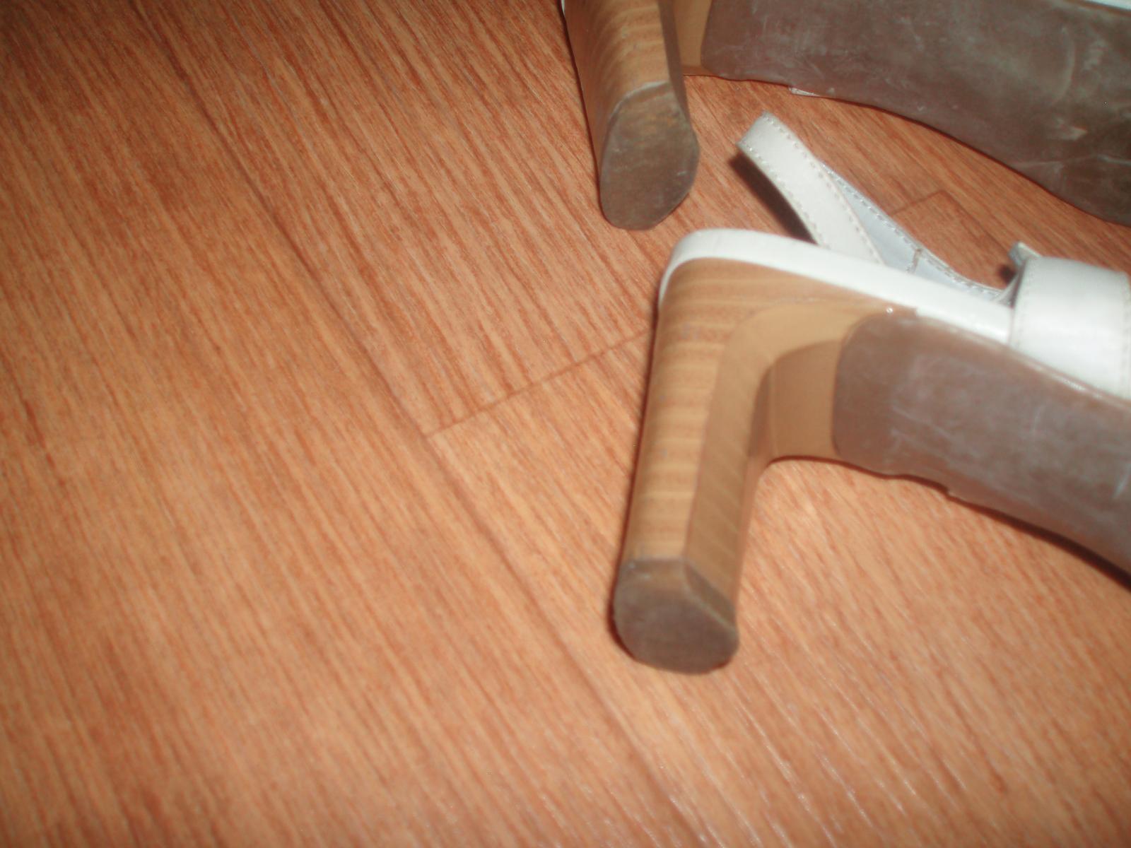 Střevíčky, sandály, obuv pro nevěstu vel. 39 Baťa - Obrázek č. 4