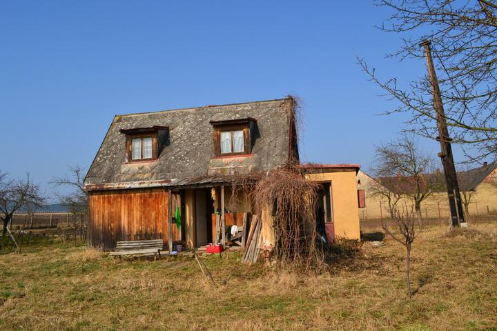Naše chaloupka a zahrádka - Tak to je ONA 37m2 :) koupena 24.4.2012